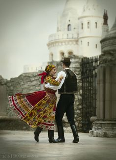 Kalotaszegi táncok Art Costume, Folk Costume, Hungarian Dance, Hungarian Embroidery, Folk Dance, Beautiful Costumes, Ethnic Dress, Folk Fashion, Buda Castle