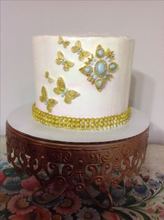 Sweet Arts by Fruna Elegant cake with buttercream
