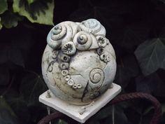 Kugel Windspiel Keramik Unikat Gartendeko Balkon von Elfenflüstern ® auf DaWanda.com