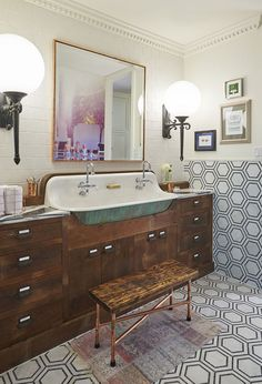 60 Fantastic Farmhouse Bathroom Vanity Decor Ideas And Remodel. If you are looking for 60 Fantastic Farmhouse Bathroom Vanity Decor Ideas And Remodel, You come to the right place. 1920s Bathroom, Diy Bathroom, Eclectic Bathroom, Vintage Bathrooms, Bathroom Styling, Trough Sink Bathroom, White Bathroom, Modern Bathroom, Silver Bathroom