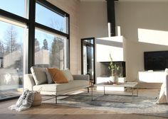 #livingroomdecor #skandinavianhome #modernloghouse #hirsitalo #modernihirsitalo #hirsiseinä #fireplace Scandinavian Style, Living Room Decor, Windows, Modern, Drawing Room Decoration, Trendy Tree, Den Decor, Living Room Decorations, Ramen
