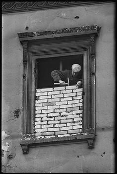 Windows are bricked up on the East Berline side during the construction of the Berlin Wall, Germany, November 1961 © Don McCullin / Contact Press Images / LUZphoto