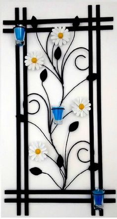 QUADRO MARGARIDAS COM VELAS AROMATIZANTE Window Grill Design Modern, Grill Door Design, Iron Furniture, Steel Furniture, Diy Home Crafts, Diy Arts And Crafts, Metal Wall Decor, Metal Wall Art, Art Fer