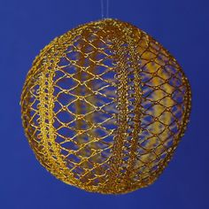 Gekloeppelte Kugeln Golden lace ball