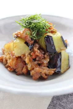 Fried eggplant and pork in Nanban style - なす - レシピ Pork Recipes, Wine Recipes, Asian Recipes, Cooking Recipes, Healthy Recipes, Japanese Recipes, Cooking Green Beans, Tofu Dishes, Eggplant Recipes
