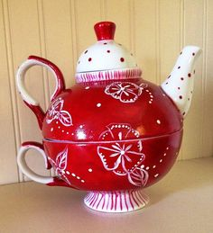I love red teapots!!! we have similiar in our shoppe! TeaPots n Treasures #teapotsntreasures www.teapots4u.com   317.500.1079
