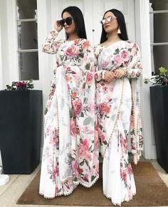 New Indian Bollywood Designer Fancy Saree with Moti Lace Work for Party wear Saree Floral, Lace Saree, Silk Lehenga, Net Saree, Georgette Sarees, Saree Blouse, Anarkali, Georgette Fabric, Sari Dress