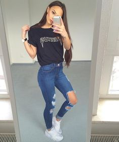 Outfits ideas & inspiration : 18 Looks to be at home Comfortable and super chic looks to be at home and never lose style! Mode Outfits, Jean Outfits, Trendy Outfits, Casual Outfits For Teens School, Shoes For School, Ladies Outfits, School Outfits, Teen Fashion, Fashion Outfits