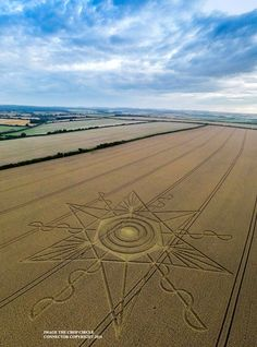Crop Circles at Gussage St Andrews, Nr Sixpenny Handley, Dorset, United Kingdom. Crop Circles, Aliens And Ufos, Ancient Aliens, Circle Art, Circle Design, Nazca Lines, Labyrinth, Alien Creatures, Sand Art