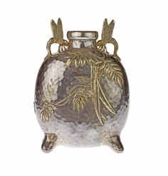 Parcel-gilt silver vase with Japanese-inspired decoration: USA, New York, by Tiffany and Company, 1878 - 1891 Stained Glass Lamps, Mosaic Glass, Glass Art, Art Decor, Decoration, Aesthetic Movement, Art For Art Sake, Metal Art, New Art