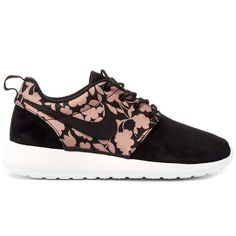Nike x Liberty Tan Cameo Print Roshe One Trainers (1.676.770 IDR) ❤ liked on Polyvore featuring shoes, sneakers, lace up sneakers, patterned shoes, laced sneakers, tan shoes and tan lace up shoes