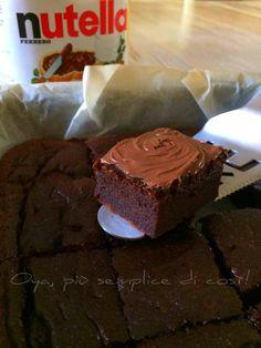 Brownies+veloci+alla+Nutella,+ricetta+semplice+e+golosa Blondies, Biscotti, Sweet Recipes, Muffin, Salt, Food And Drink, Desserts, Tailgate Desserts, Deserts