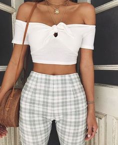 15 Plaid Pants Ensembles Anyone Can Rock Take a look at the different ways to stylize plaid pants outfits for any occasion! Look Fashion, 90s Fashion, Denim Fashion, Fashion Outfits, Fashion Trends, Travel Outfits, Girl Fashion, Fitness Fashion, Fashion News