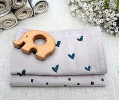 Set of 2 Organic Cotton Burp Cloths Hearts & Confetti