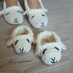Crochet Slippers Animal Baby Shoes 38 Ideas – Baby For look here Crochet Shoes, Crochet Slippers, Knitting Socks, Baby Knitting, Crochet Baby Cardigan, Knitting Supplies, Lion Brand Yarn, Headband Pattern, Crochet Bracelet