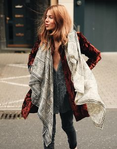 Match ikat style prints with velvet for a deluxe boho-chic look. Look Boho, Bohemian Style, Boho Chic, Looks Style, Style Me, Maja Why, Moda Outfits, Vetement Fashion, Mode Plus