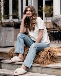 It's Friday again ☀️💛 Have the best evening everyone 🙌🏻 @shepherdofsweden #lovisa Mom Jeans, Friday, Inspiration, Style, Fashion, Biblical Inspiration, Moda, La Mode, Fasion
