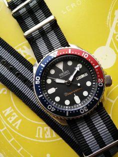Vintage Seiko Scuba Diver s Pepsi - Day/Date sur Nato James Bond Seiko Skx009, Seiko Watches, Elegant Watches, Beautiful Watches, Seiko Mechanical Watch, Cool Watches, Watches For Men, Seiko Diver, Seiko Automatic