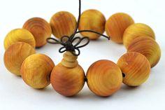 Cedar Bracelet Beads 12mm15mm20mm Prayer Buddha Beads Bracelet Wholesale Men Sanders Jewelry Elastic Line http://www.aliexpress.com/store/1111186