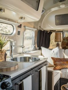 This newer Airstream has an amazing kitchen! The rounded sink with fitted cutting board works. Airstream Bambi, Airstream Basecamp, Airstream Living, Airstream Campers, Airstream Remodel, Airstream Renovation, Airstream Interior, Trailer Interior, Vintage Airstream
