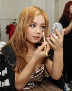 lee hi's makeup Lee Hi, Korean Singer, Makeup Tips, Kdrama, People, Style, Swag, Make Up Tips, People Illustration