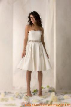 weißes schlichtes schönes Brautkleid
