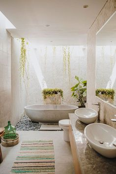 A Modern Balinese Holiday Villa in Canggu Balinese Bathroom, Balinese Villa, Balinese Decor, Outdoor Bathrooms, Dream Bathrooms, Farmhouse Bathrooms, Small Bathroom, Master Bathroom, Bathroom Ideas