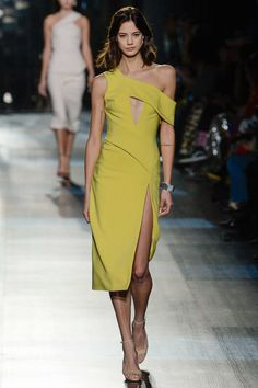 See the complete Cushnie et Ochs Fall 2017 Ready-to-Wear collection.