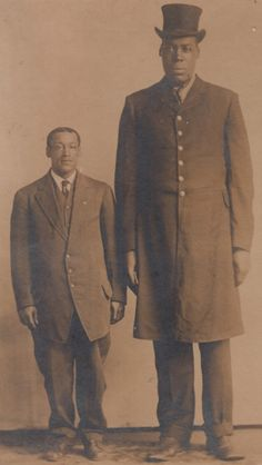 vintage everyday: Rare Vintage Pictures Show Black Gentlemen in the Victorian Era Giant People, Tall People, History Photos, History Facts, Vintage Pictures, Old Pictures, Human Giant, Nephilim Giants, Human Oddities