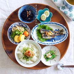 . おはよう。 . ひさびさにゆっくり 和食ごはん🍚 . ごはんの上は 大葉と大根おろしと帆立なめたけの三段構造😋 . 中央の楕円のお皿と 手前の小皿は 京都五条坂陶器まつりからのお連れ帰り🍵 . . まだまだ アヤツの形跡あちこちに(﹡ˆ﹀ˆ﹡)♬ きょうはイエゴトに励みます🎶 . #朝ごはん#朝食#breakfast#和食#日本の朝ごはん#japanesefood#japanesebreakfast#instafood#foodpic#foodgram#foodphoto#onthetable#onmytable#日々#暮らし#日常#毎日#食卓#毎日を少し丁寧に#おうちごはん#ammysbreakfast #朝ごはん部門エントリー@igersjp
