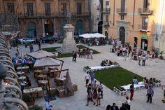 Piazza Bologni diventa un salotto ecco le immagini del nuovo look