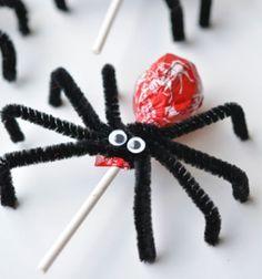 Lollypop spiders - easy and fun halloween treats for kids // Nyalóka pókok - egyszerű halloween ajándékok gyerekeknek //  Mindy -  creative craft ideas //  #halloween #crafts #craft #kreatívötletek #csináldmagad #diy #halloweenparty #partyideas