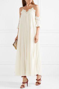 47 Wedding Dresses Perfect for a Beach Wedding