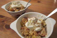 Paleo apple crumble maak je makkelijk met appels en amandelmeel. Een simpel gerecht, maar met groot resultaat. Lees hier hoe je het maakt.