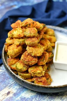 cajun and creole recipes When game time is around the corner and you're trying to think of a good quick bite to prepare, these Creole Fried Pickles will come in right on time. Cajun Appetizers, Southern Appetizers, Southern Recipes, Appetizer Recipes, Snack Recipes, Snacks, Louisiana Recipes, Southern Food, Yummy Appetizers