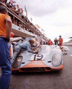 Porsche 917 Le Mans 1971 John Wyre Colour Photograph in Pits. - Catawiki