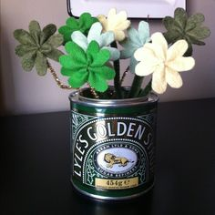 A little St.Patricks Day arrangement in felt and pipe cleaners.