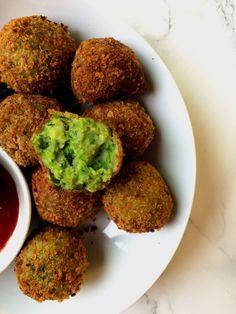 Veg hariyali kebabs not deep fried / Healthy easy Indian appetizer recipe Indian Appetizers, Easy Appetizer Recipes, Indian Snacks, Healthy Indian Recipes, Raw Food Recipes, Veggie Recipes, Healthy Food, Snack Recipes, Veggie Food
