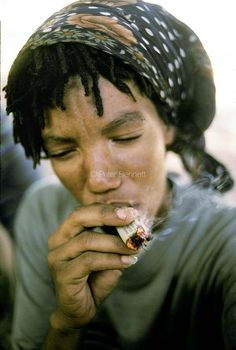 Developing World Colour · Peter Bennett Women Smoking, Old And New, South Africa, Southern, Colour, Woman, Hair Styles, Beauty, Smoking Ladies