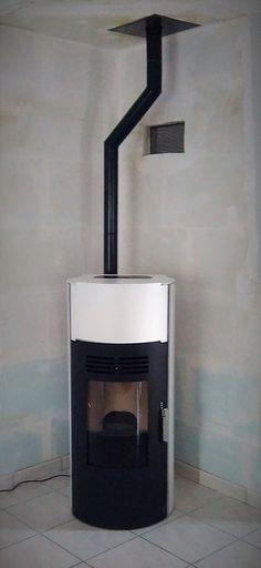Installation par Delmas Diffusion, dans les Landes, d'un poêle à granulés TONDO PLUS Blanc, de la marque Stove Italy.