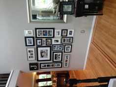I like this gallery wall! Gallery Wall Frames, Frames On Wall, Gallery Walls, Inspiration Wall, Living Room Inspiration, Photo Wall Decor, Home Buying, Wall Design, Home Projects