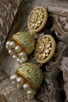 Green Meenakari and Kundan Jhumkas – Paisley Pop – Jewelry Indian Jewelry Earrings, Indian Jewelry Sets, Jewelry Design Earrings, Indian Wedding Jewelry, India Jewelry, Antique Earrings, Indian Accessories, Pakistani Jewelry, Ear Jewelry