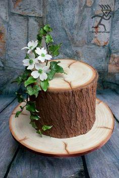 Realistic Wood Effect cake with sugarpaste Ivy & Dogwood flowers - cake by Ciccio - CakesDecor Gorgeous Cakes, Pretty Cakes, Amazing Cakes, Wood Cake, Fondant Cakes, Cupcake Cakes, Cupcakes, Edible Flowers Cake, Flower Cakes