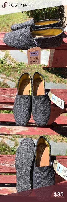 NWT Toms size 9 1/2 but fits like a 9 😥 Herringbone design gray and black color TOMS Shoes Flats & Loafers