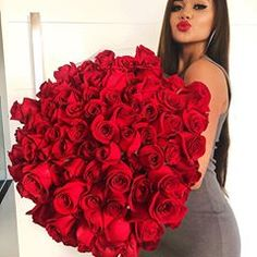 𝓨𝓸𝓾'𝓻𝓮 𝓑𝓮𝓪𝓾𝓽𝓲𝓯𝓾𝓵: Photo Flower Girl Photos, Girls With Flowers, Stylish Girls Photos, Stylish Girl Pic, Birthday Girl Pictures, Girl Birthday, Kiss Beauty, Tumbrl Girls, Wedding Bottles
