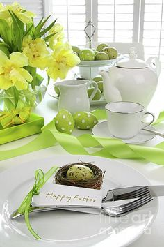 Easter tablescape from Photo Courtesy of Seda y Nacar