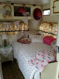 New Vintage Campers Interior Buses 16 Ideas Caravan Decor, Camper Caravan, Camper Trailers, Vintage Caravans, Vintage Travel Trailers, Vintage Campers, Vintage Rv, Vintage Camper Interior, Trailer Interior