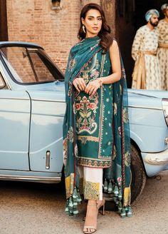 Qalamkar Luxury Lawn 2019 Collection - Daur-e-Hayat Velvet Pakistani Dress, Pakistani Party Wear Dresses, Pakistani Suits, Indian Dresses, Indian Outfits, Indian Attire, Punjabi Suits, Salwar Suits, Pakistani Fashion Casual