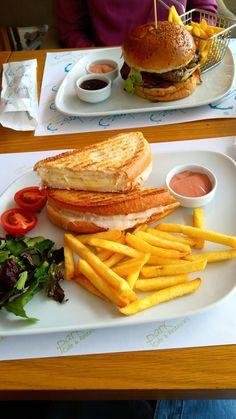 #toast #potato #dinner #withcousin Food C, Junk Food, Love Food, Toasted Potatoes, Potato Dinner, Food Snapchat, Delicious Deserts, Snacks, Breakfast