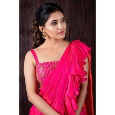Vani Bhojan in a pink ruffle saree and sleeveless blouse design Saree Draping Styles, Saree Styles, Blouse Styles, Saree Blouse Patterns, Saree Blouse Designs, Beautiful Saree, Beautiful Indian Actress, Kajal Agarwal Saree, Saree Gown